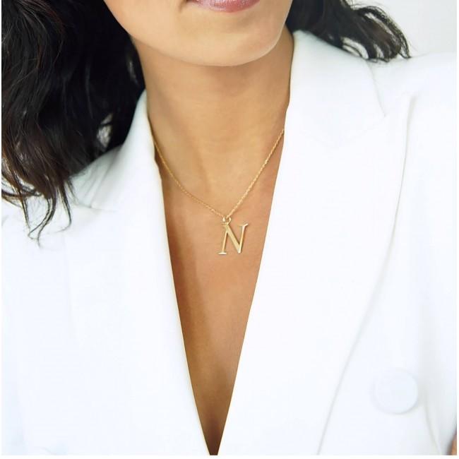 Collier avec pierres vertes et pendentif martelé personnalisé