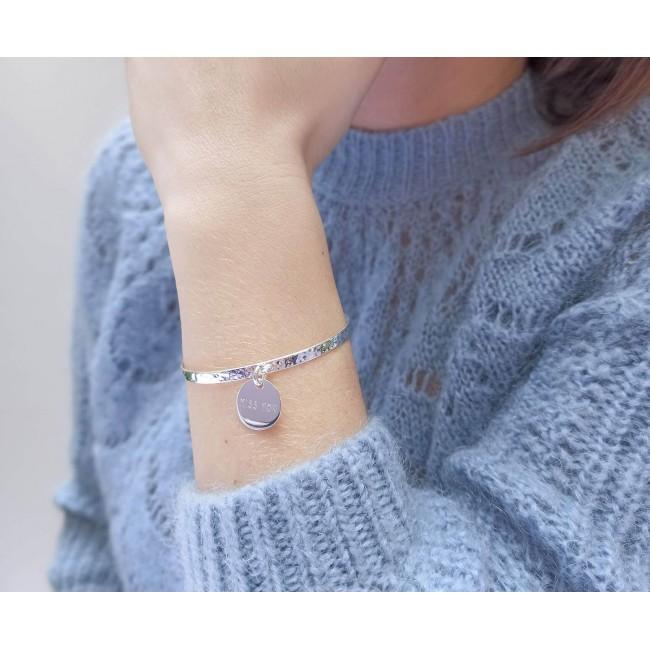 Collier petite médaille et son pendentif martelé et pierre verte